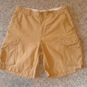 Gap loose fit cargo shorts size 33